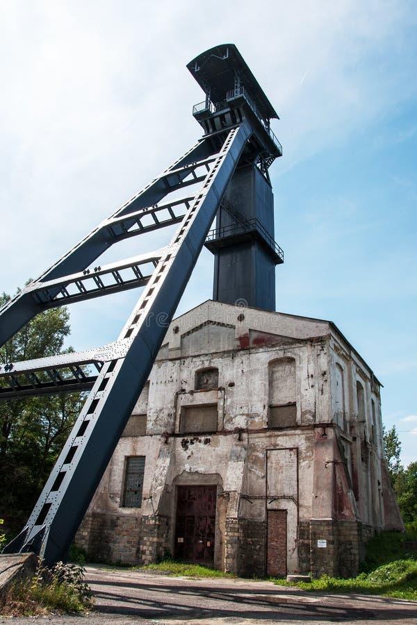 Stary kopalnia węgla dyszel z kopalnictwa wierza obrazy stock
