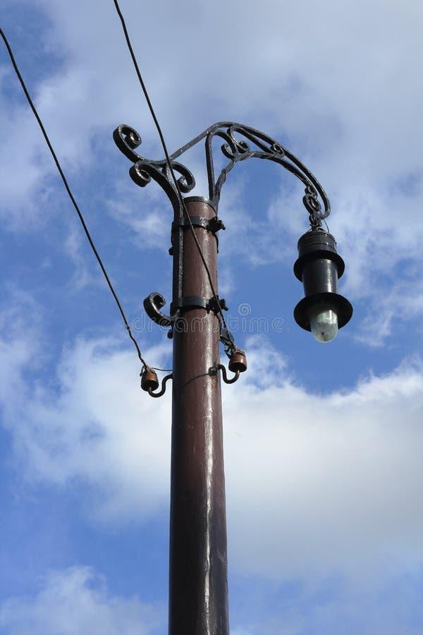 Stary lamppost przeciw niebu zdjęcie royalty free