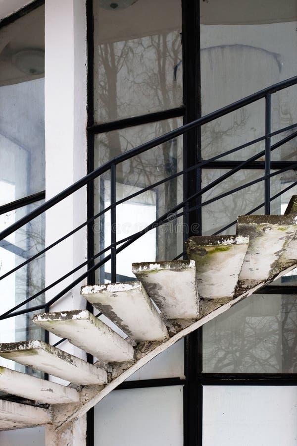 Download Stary ślimakowaty schody zdjęcie stock. Obraz złożonej z antyczny - 28965734