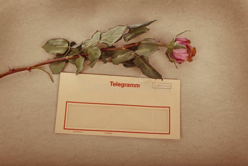 Stary list z teksta listem miłosnym pisać z atramentem. sepiowy tekstury tło obraz stock