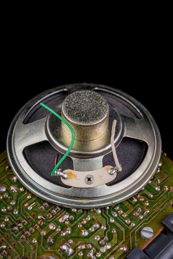 Stary mówca usuwający od radia Elektronika od starych urządzeń elektronicznych obraz stock