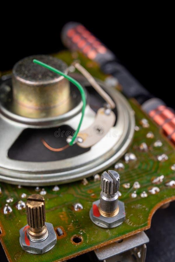 Stary mówca usuwający od radia Elektronika od starych urządzeń elektronicznych zdjęcie royalty free