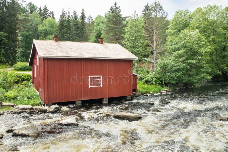 Stary młyn, tama i próg na rzecznym Jokelanjoki, Kouvola, Finlandia fotografia stock