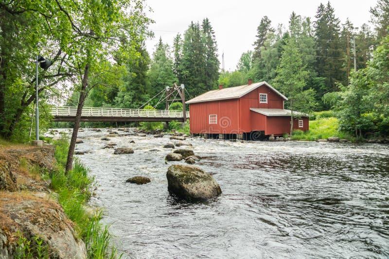 Stary młyn, tama i próg na rzecznym Jokelanjoki, Kouvola, Finlandia obraz stock