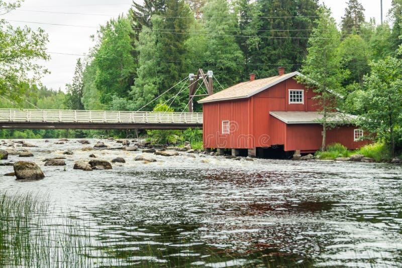 Stary młyn, tama i próg na rzecznym Jokelanjoki, Kouvola, Finlandia zdjęcia royalty free