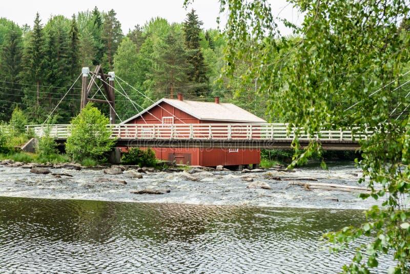 Stary młyn, tama i próg na rzecznym Jokelanjoki, Kouvola, Finlandia zdjęcia stock