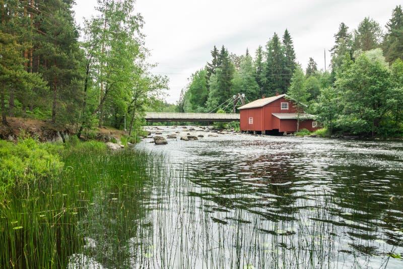 Stary młyn, tama i próg na rzecznym Jokelanjoki, Kouvola, Finlandia obrazy stock