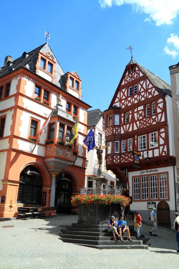 Stary mały miasto Bernkastel Kues w Niemcy obrazy royalty free