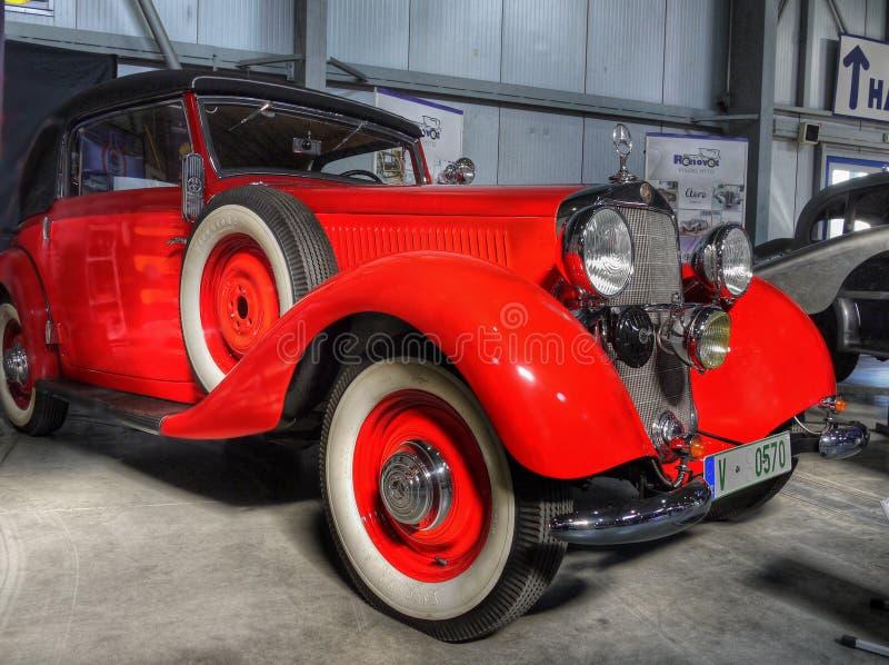 Stary Mercedez eleganci zwycięzcy automobilizm fotografia stock
