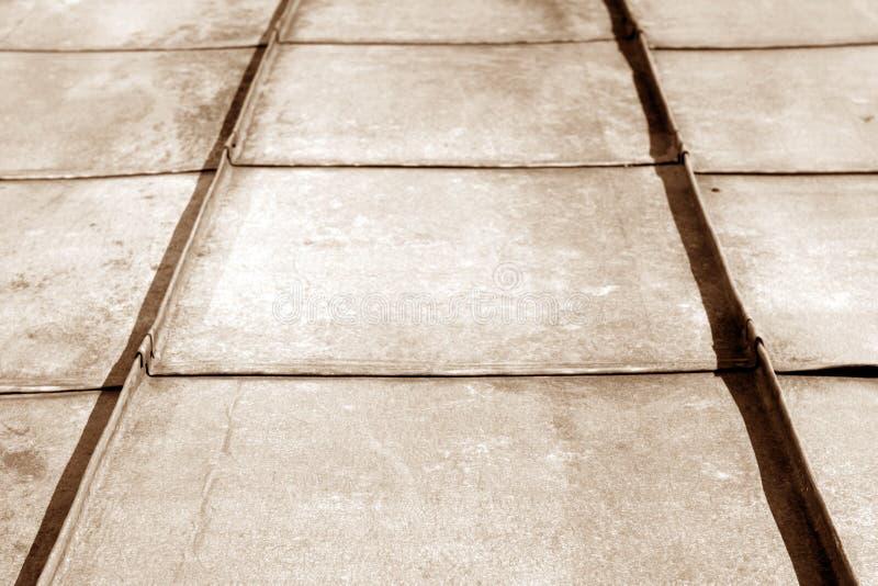 Stary metalu dach w brown brzmieniu fotografia stock