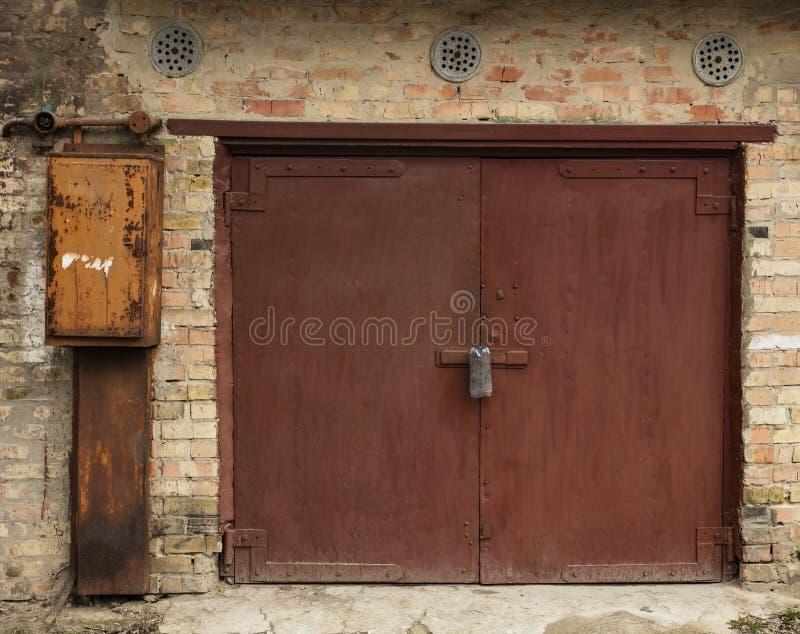 Stary metalu magazynu drzwi obraz stock