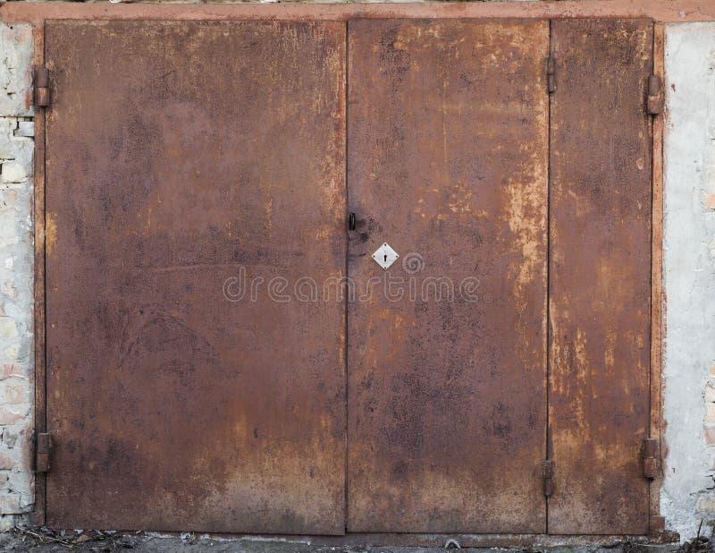 Stary metalu magazynu drzwi zdjęcie stock