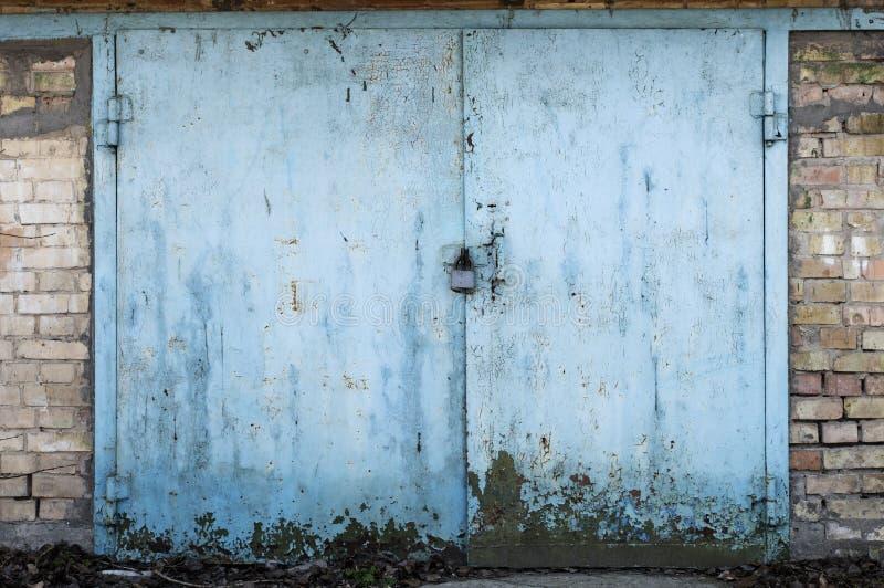 Stary metalu magazynu drzwi fotografia stock