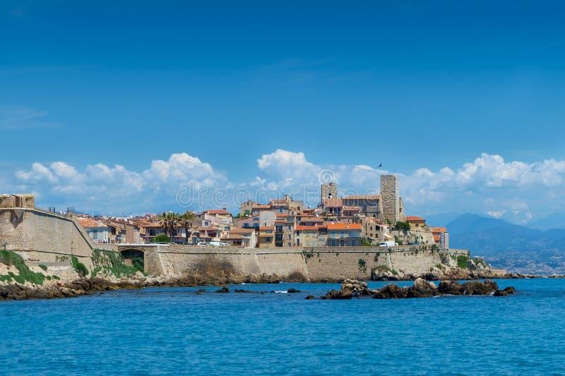 Stary miasteczko Antibes i swój ochronne kamienne ściany fotografia royalty free
