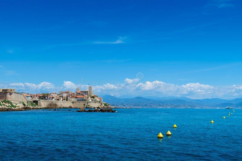 Stary miasteczko Antibes i swój ochronne kamienne ściany zdjęcia royalty free