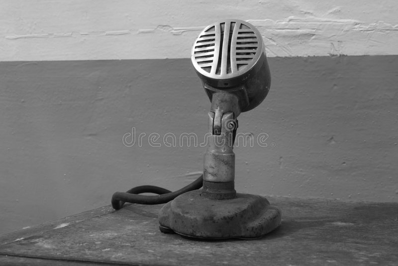 Download Stary mikrofonu obraz stock. Obraz złożonej z retro, audio - 3373325