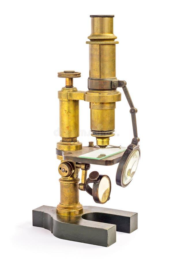 Stary moda mosiężny mikroskop odizolowywający na bielu (retro, rocznik) zdjęcia royalty free