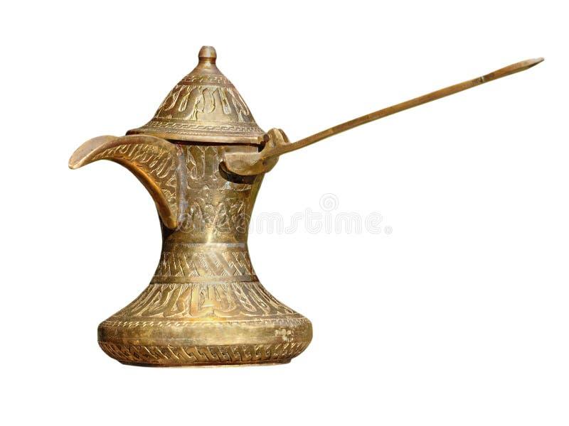 Stary mosiężny arabski stylowy kawowy garnek odosobniony fotografia stock