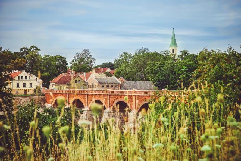 stary most nadmiernej rzeki fotografia stock