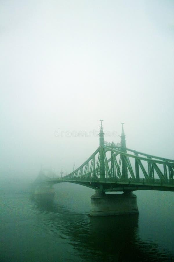 stary most w mgle Mistyczny wzrok zdjęcie stock