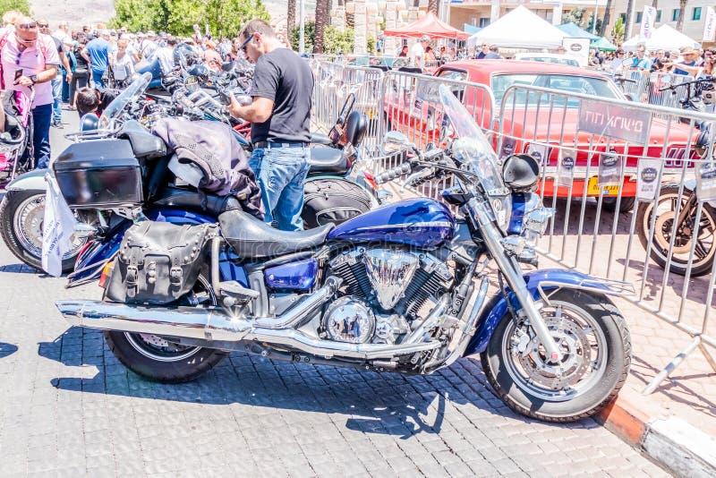 Stary motocykl Yamaha przy wystawą starzy samochody w Karmiel mieście obrazy royalty free