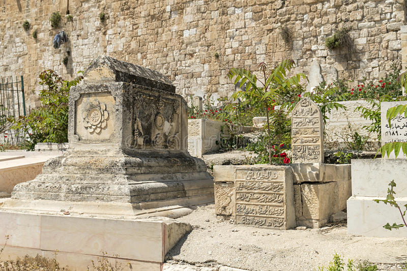 Stary muzułmański cmentarz na oliwnej górze w starym Jerozolima zdjęcie royalty free