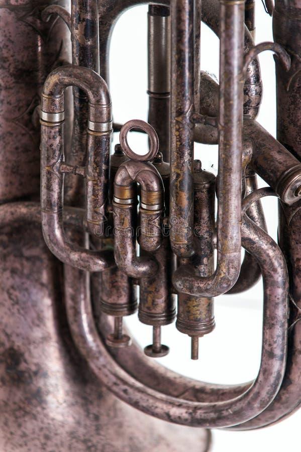 Stary muzykalny wiatrowy instrument na białym tle obrazy stock