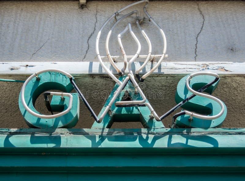 Stary neonowy znak, gaz zdjęcie stock