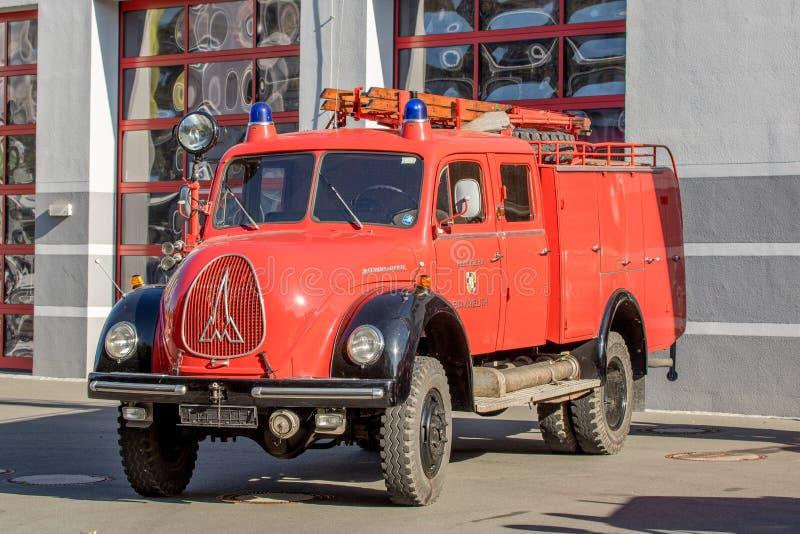Stary niemiecki jednostka straży pożarnej samochód - Magirus Deutz zdjęcia stock