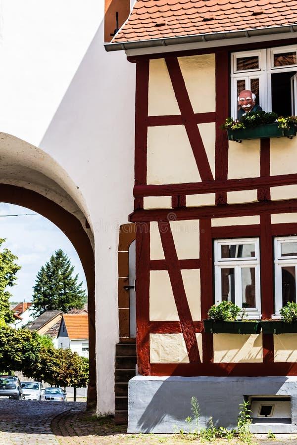 Download Stary Niemiecki Struktura Dom Zdjęcie Stock - Obraz złożonej z samochody, budowa: 28950062