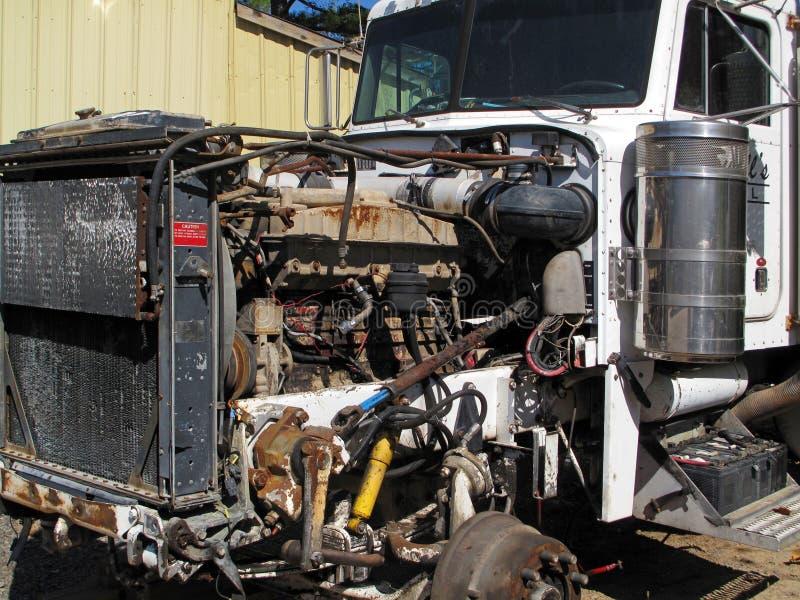 Stary ośniedziały ciężarowy silnik zdjęcie stock