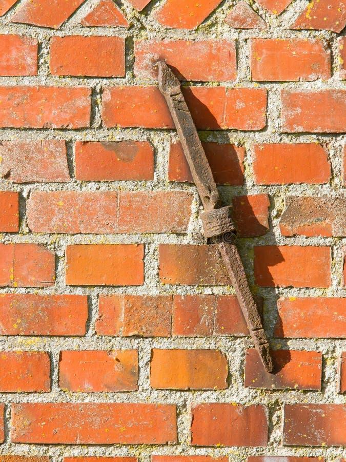 Stary ośniedziały kahat w ściana z cegieł zdjęcie royalty free