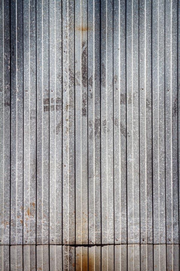 Stary ośniedziały metalu magazynu ściany tekstury tło zdjęcia royalty free
