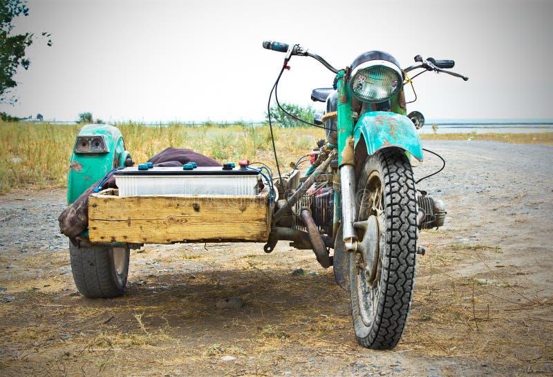 Stary ośniedziały motocykl obraz royalty free