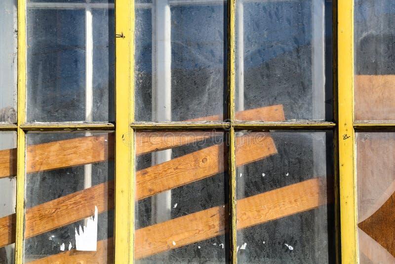 Download Stary okno obraz stock. Obraz złożonej z wnętrze, brud - 53791857