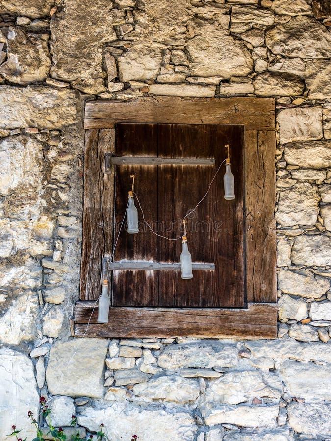 Stary okno w rurual Switzerland - 2 fotografia stock