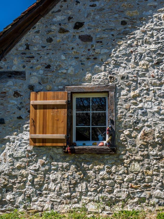 Stary okno w rurual Switzerland - 3 obrazy stock
