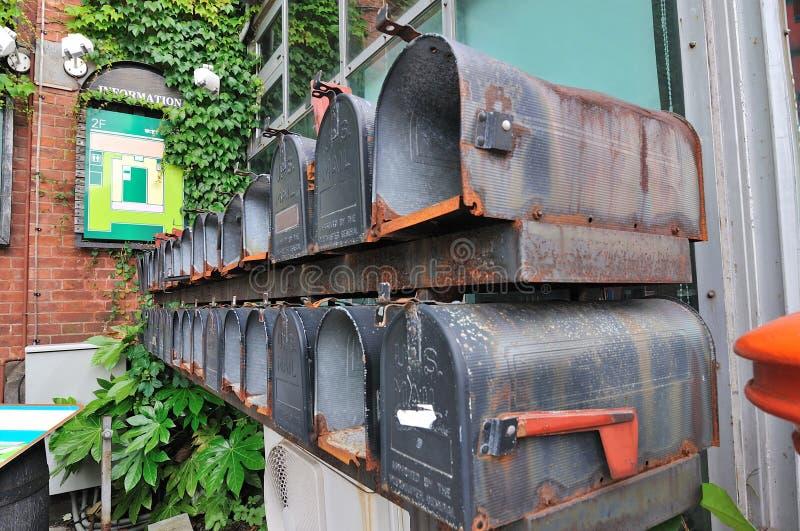 Stary opancerzanie Boksuje przed Hakodate Meijikan czerwony ceglany dom który budował jako poprzedni Hakodate urząd pocztowy, hok zdjęcia royalty free