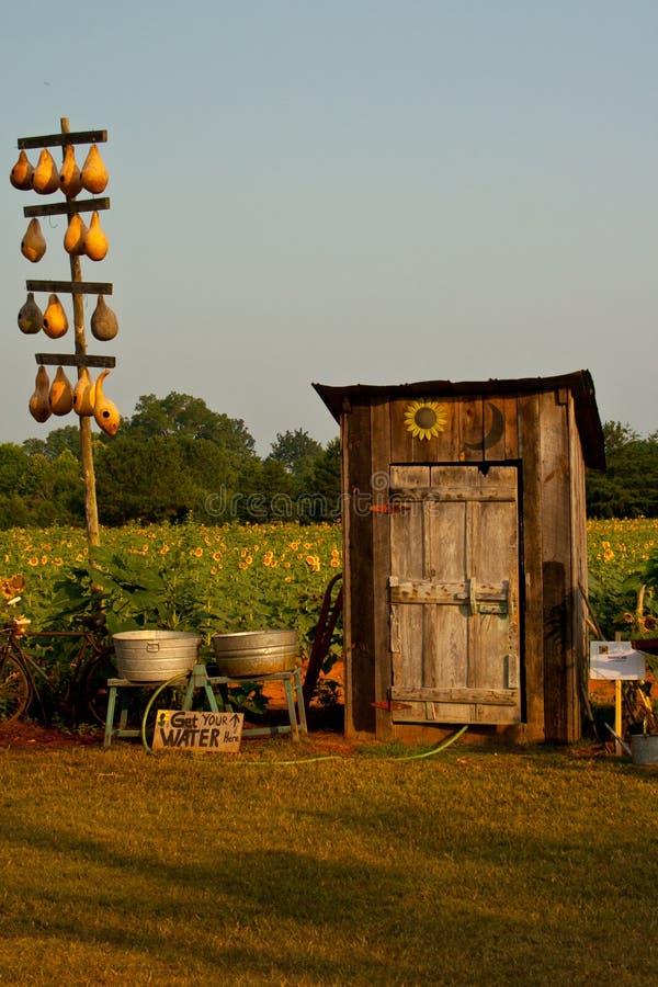 stary outhouse fotografia stock