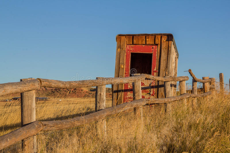 Stary Outhouse na Wyoming rancho obrazy stock