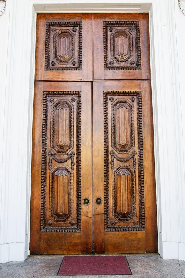Stary Ozdobny Brown drzwi obrazy stock