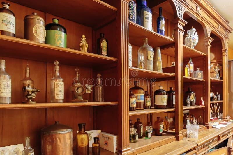 Stary pachnidło sklep obrazy stock
