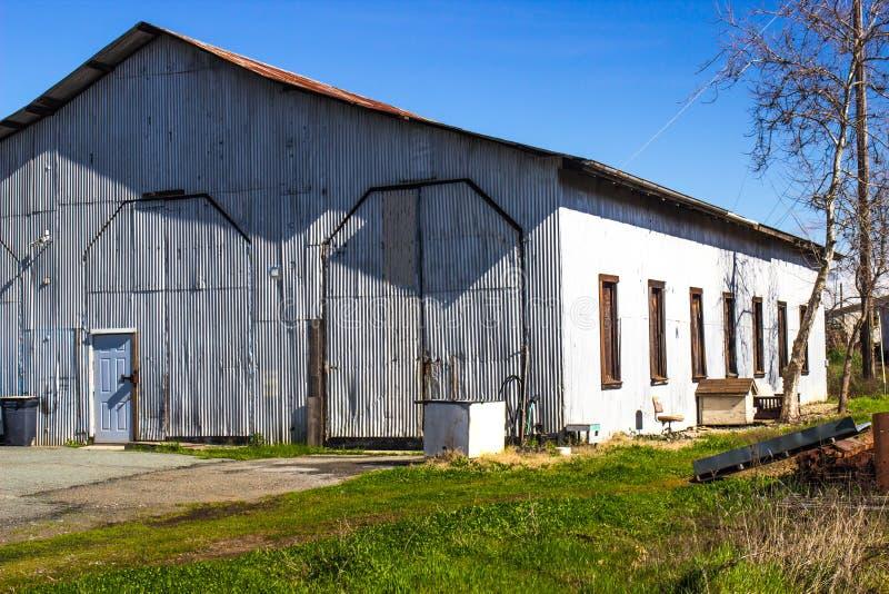 Stary Panwiowy Blaszany budynek I magazyn Porzucający fotografia stock