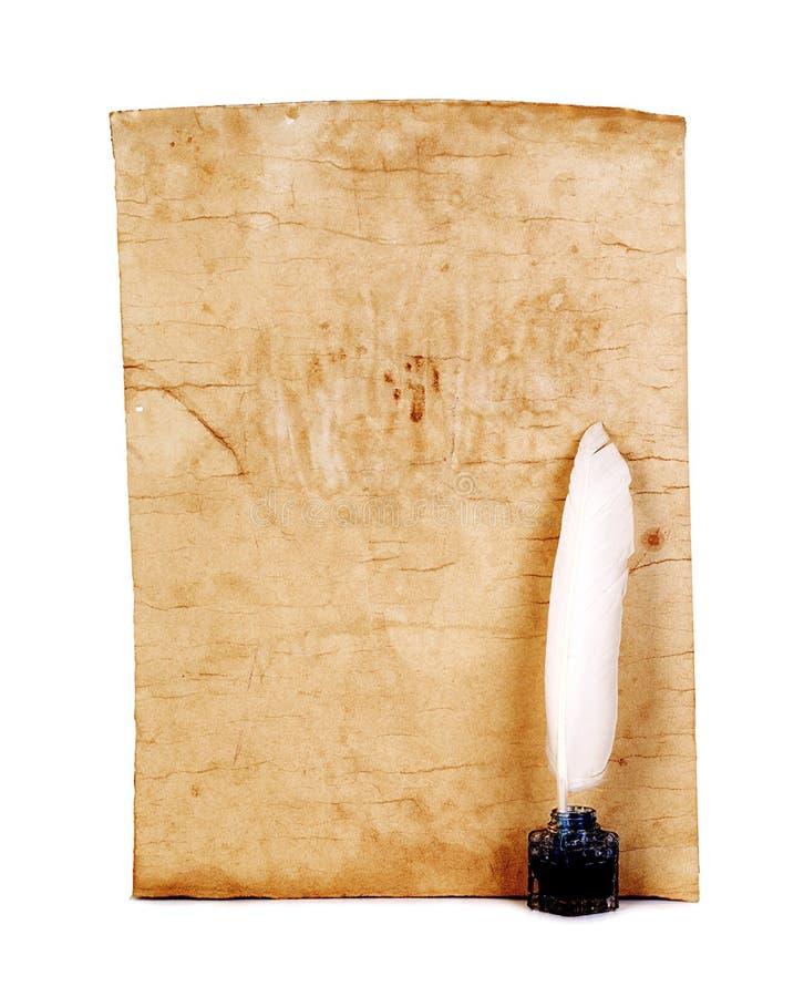 Stary papier, biały piórko, inkwell zakończenie odizolowywający styl retro obraz royalty free