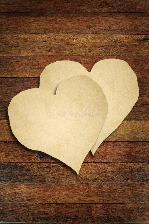 Stary papier z drewnianym serce znakiem ilustracji