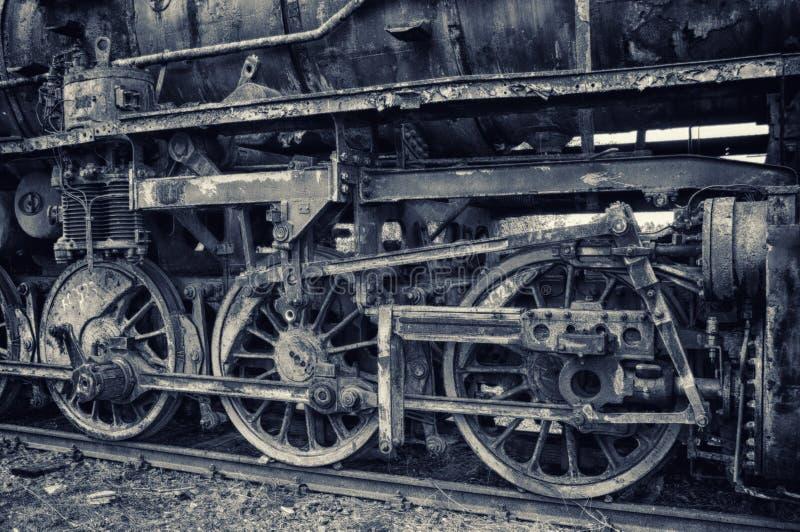 Stary parowy silnik na kolejach - szczegół koła fotografia stock