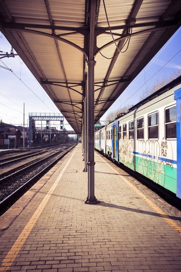Stary pociąg w włoch staci Włochy, Tuscany, Lucca zdjęcia stock
