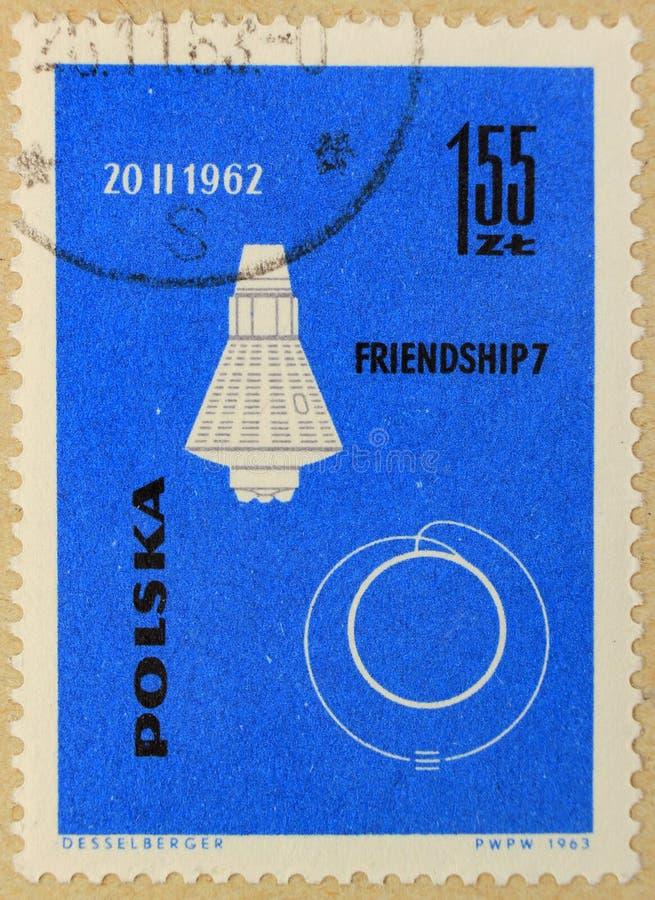Stary poczta znaczek Polska, dedykujący eksploracja przestrzeni kosmicznej i pierwszy satelity zdjęcia royalty free