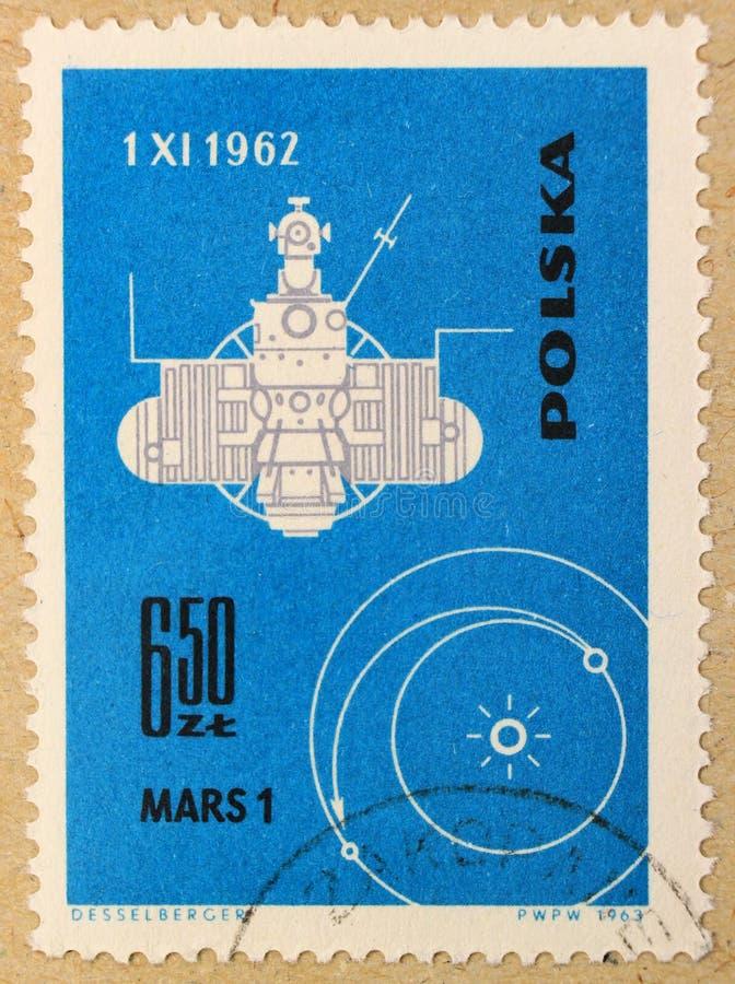 Stary poczta znaczek Polska, dedykujący eksploracja przestrzeni kosmicznej i pierwszy satelity obrazy royalty free