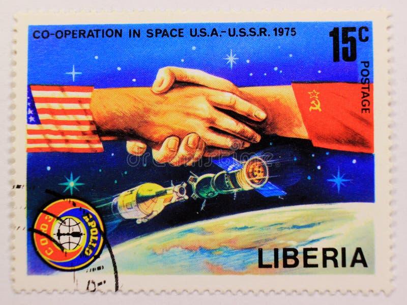 Stary poczta znaczek Węgry, dedykujący eksploracja przestrzeni kosmicznej i pierwszy astronauta zdjęcia royalty free